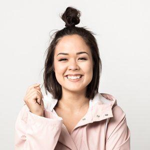 Puolilähis hymyilevästä tubettaja Sita Salmisesta